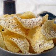 CHIPS KARTOFFELN mit Käse und Pfeffer