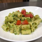 Pasta with rocket pesto and cherry tomatoes