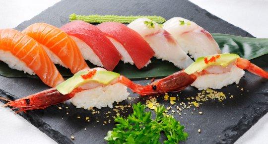Nigiri sashimi mix